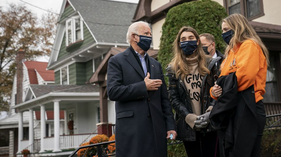 Joe Biden, al visitar la casa de su infancia, en la previa al fin de la jornada electoral.