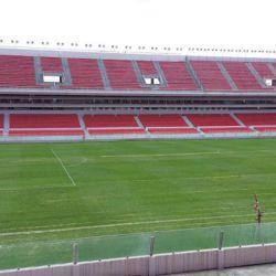"""El estadio del """"Rey de Copas"""", popularmente conocido como """"la doble visera"""" ostenta ser el primero del fútbol argentino construido en hormigón armado."""
