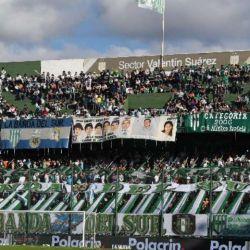 El estadio Florencio Sola repleto de gente
