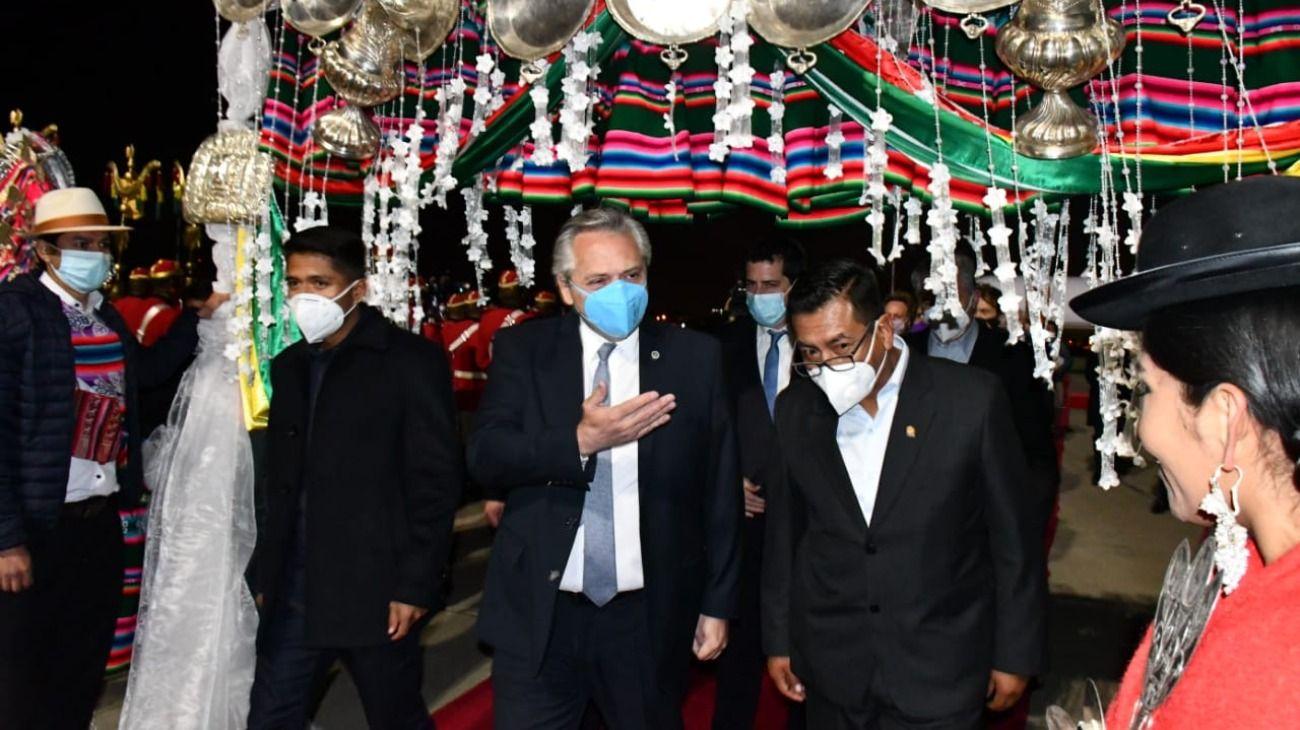 Alberto Fernández llegó a Bolivia para la asunción de Arce.