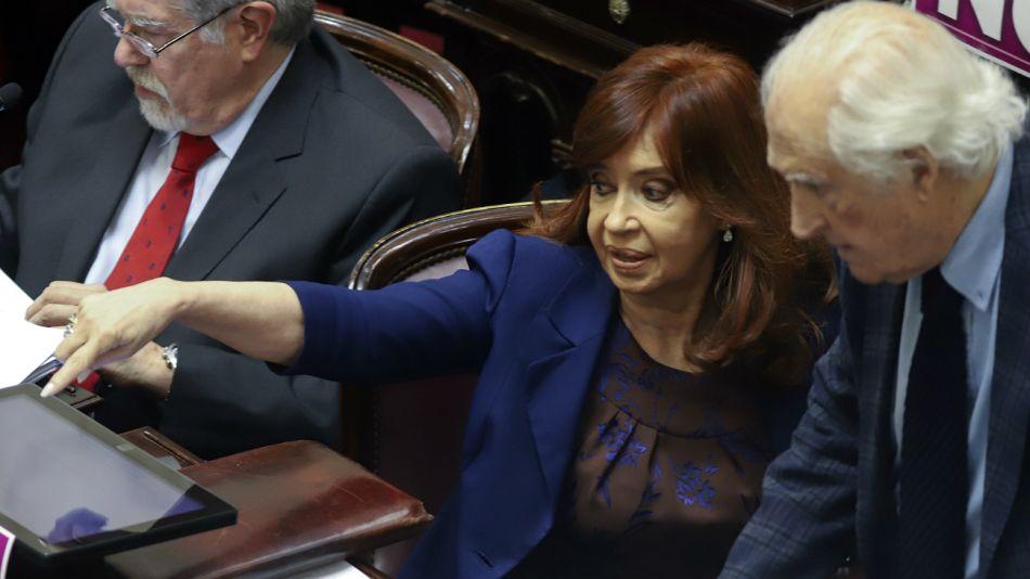 Cristina Kirchner y Pino Solanas, en una sesión legislativa.