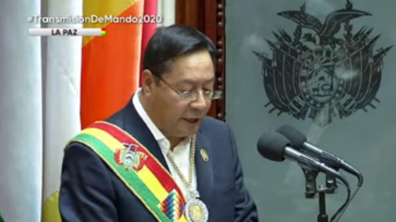 El presidente Luis Arce habla en su discurso ante la Asamblea Boliviana.