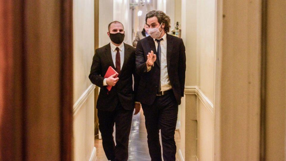 El ministro de Economía, Martín Guzmán, junto al jefe de Gabinete, Santiago Cafiero. La misión del FMI llega este martes 10.