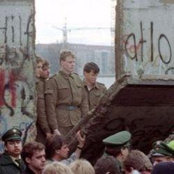 Cientos de miles de alemanes festejaron la caída del inmenso paredón que los dividió durante casi tres décadas.