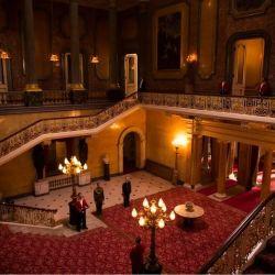 El impecable edificio de Lancaster House, en Londres , se convirtió en los interiores del Palacio de Buckingham para The Crown.