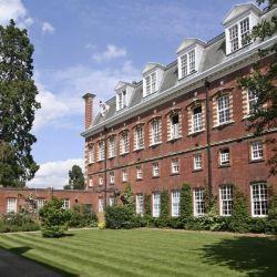 Welington College resulta ser muy parecido a Kensington Palace que sigue siendo hogar de la familia real británica.