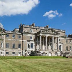 Wrotham Park fue usado para muchas filmaciones, incluyendo The Creow, donde simuló ser la casa de campo de la princesa Anne.filming location.