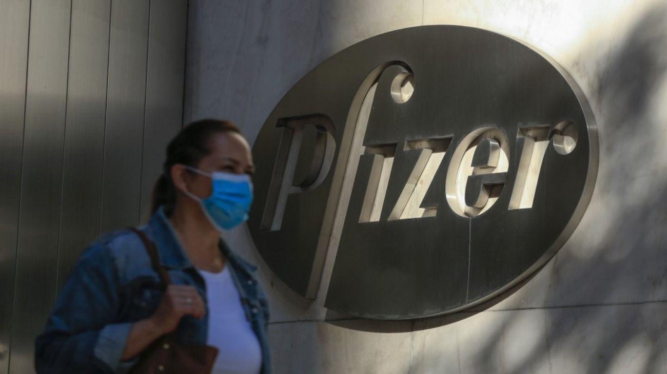 La vacuna de Pfizer tiene una eficacia de un 90%, de acuerdo al primer análisis de su ensayo de fase 3.
