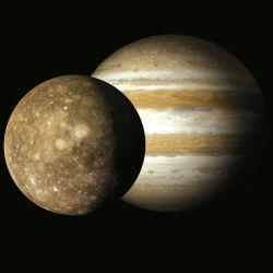 Los investigadores relacionan este hecho con los altos niveles de radiación del poderoso campo magnético de Júpiter.