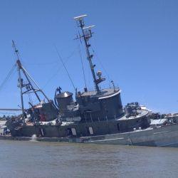 El A.R.A. Irigoyen se está hundiendo frente a las cosas de San Pedro pese a la gran bajante del río Paraná.