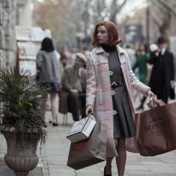 Anya Taylor-Joy la protagonista de Gambito de dama y su espectacular vestuario de época