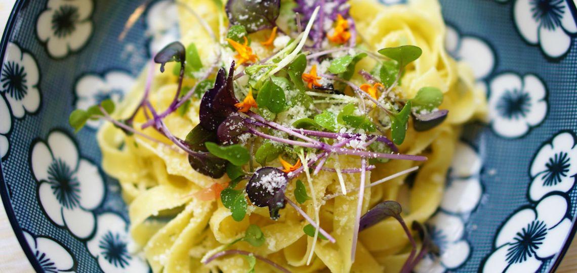 Flores comestibles: de la alta gastronomía a la mesa de todos los días