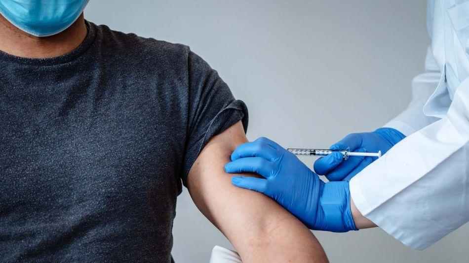 Recibiendo vacuna-20201110