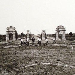 En sus comienzos, este inmenso parque estaba delimitado al este por la actual calle Ugarteche, y ,al oeste, por el Arroyo Maldonado.