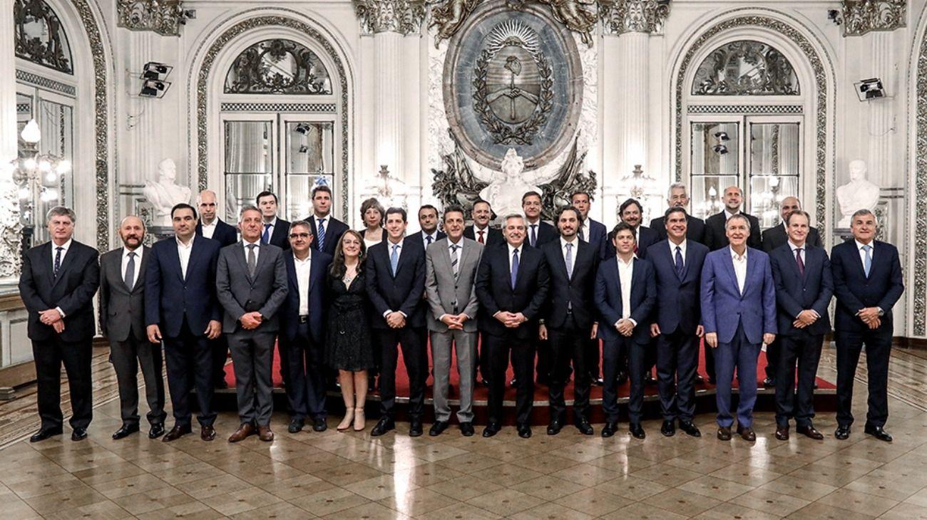 El presidente Alberto Fernández junto a Sergio Massa y los gobernadores.