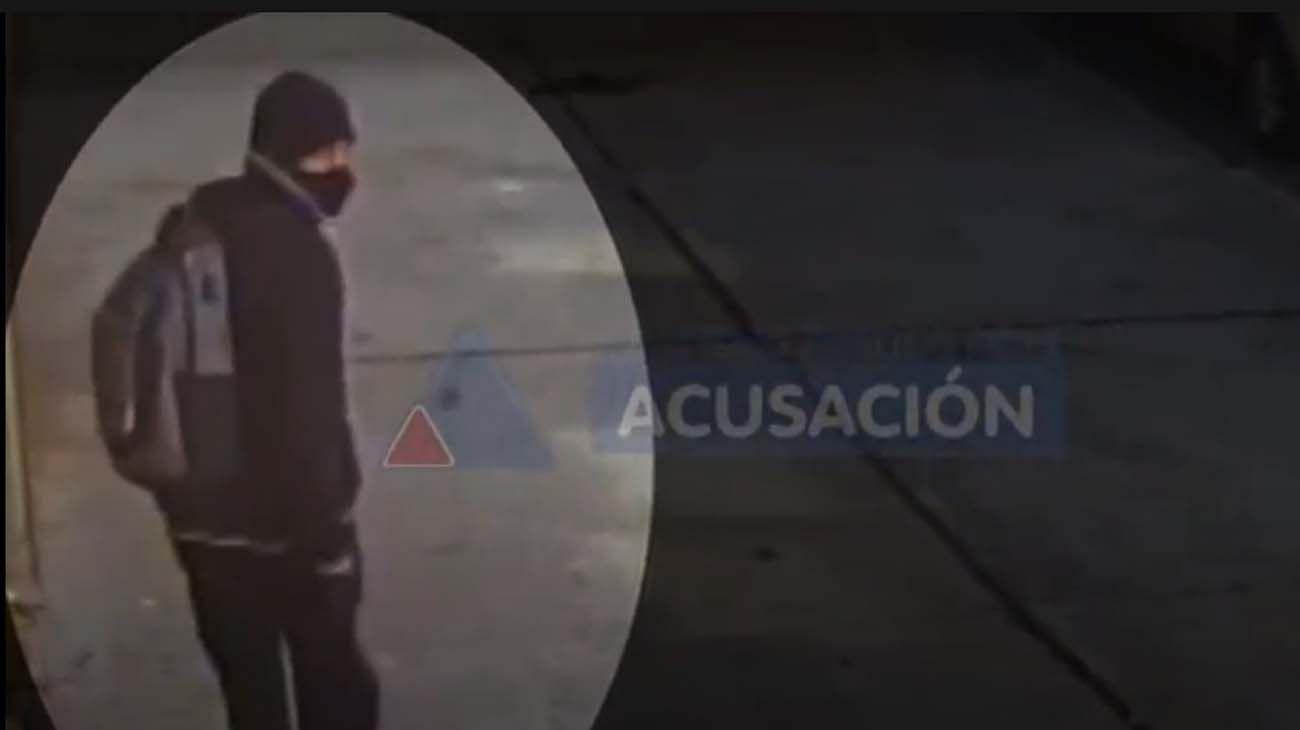 Difunden las imágenes del sospechoso del día del ataque sexual.