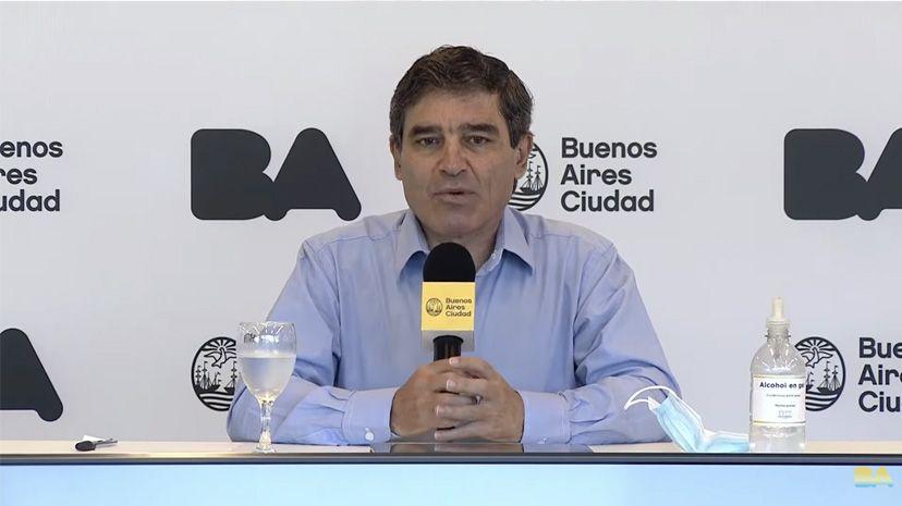 El ministro porteño se refirió a los testeos para turistas que lleguen al país.
