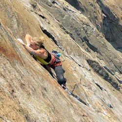 La historia de Emily Harrington con El Capitán empezó en 2015, cuando logró realizar la ruta Golden Gate tras seis días en la modalidad escalada libre.