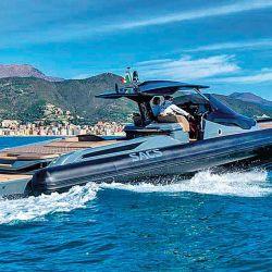 El gran semirrígido SACS Strider 15 deslumbra por su gran extensión de planchada de popa y su muy buen diseño de cabina.