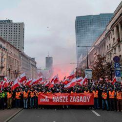 Partidarios de la extrema derecha polaca marchan por el centro de Varsovia para conmemorar el Día de la Independencia del país. | Foto:Wojtek Radwanski / AFP