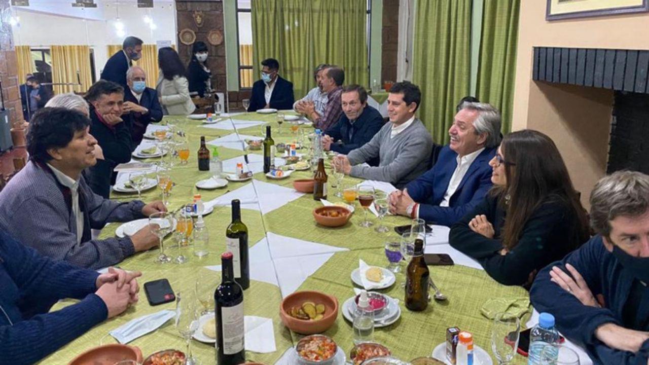 Sin barbijos, Evo Morales con Alberto Fernández y parte del Gabinete en La Quiaca. | Foto:cedoc
