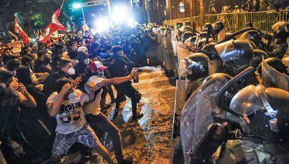 Violencia. La policía reprimió. Fueron reportados once heridos, uno de ellos de gravedad. Críticas de Human Rights Watch.