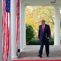 El presidente de los Estados Unidos, Donald Trump, llega para presentar una actualización sobre la  | Foto:Mandel Ngan / AFP