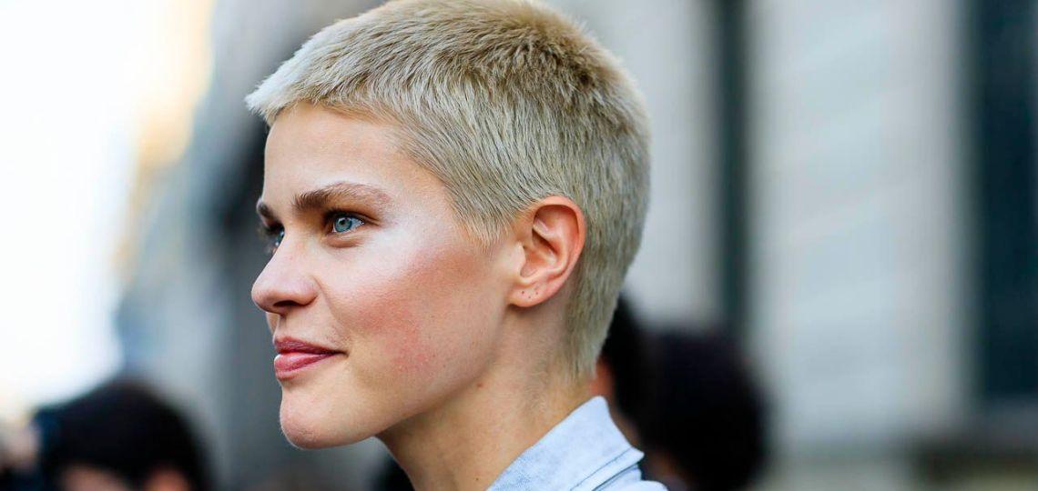 Este es el corte de pelo de moda que le queda mejor a mujeres bajitas
