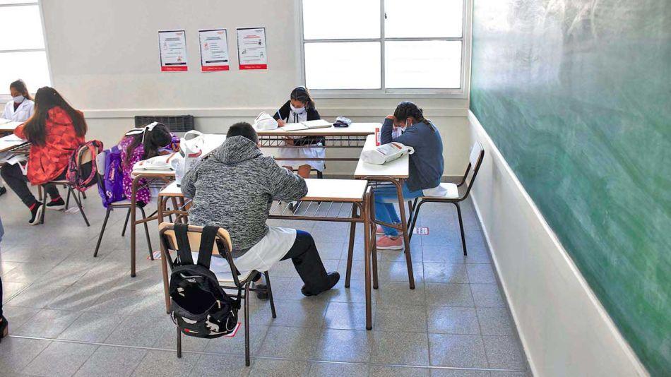 20201114_aulas_alumnos_covid_telam_g