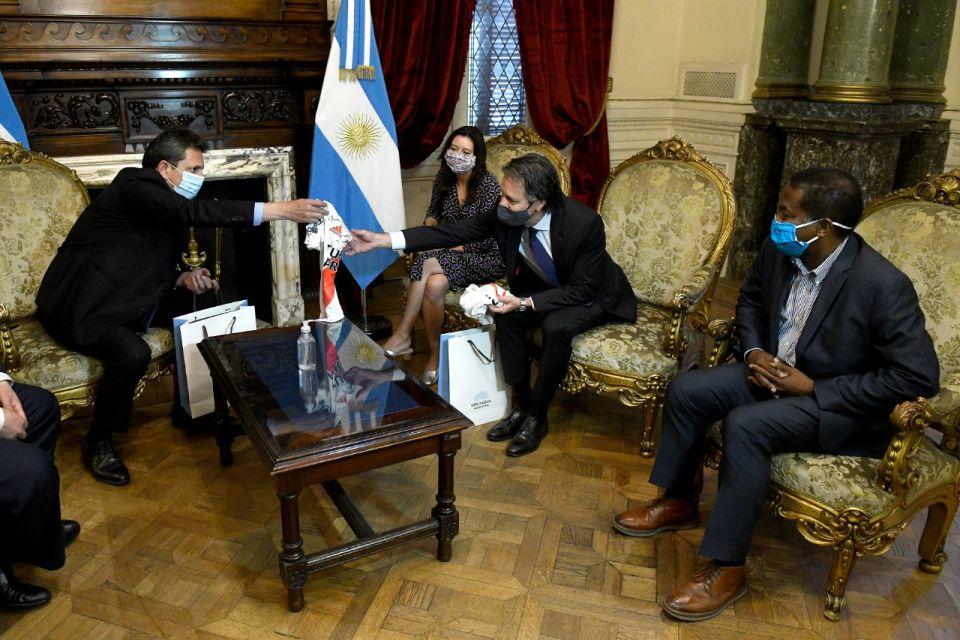 Luis Cubeduu, el enviado del FMI positivo de Covid, en la reunión con Sergio Massa.