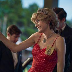 Estos son los mejores looks de Emma Corrin como Lady Di