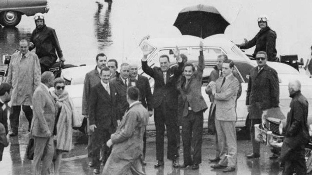 Perón, al arriba a Ezeiza. Fue acompañado por José Ignacio Rucci y Héctor Cámpora.