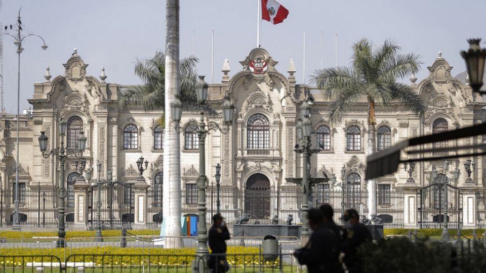 La renuncia de Merino desató una celebración en las calles peruanas tras varias jornadas de protestas duramente reprimidas por la policía, en las que hubo dos muertos y un centenar de heridos.
