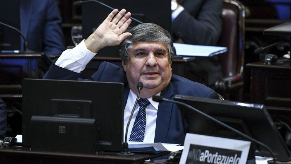 Senador José Mayans.