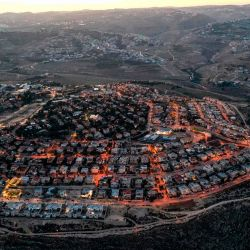 Esta fotografía muestra una vista aérea del asentamiento israelí de Tekoa en la ocupada Cisjordania, al sur de Belén. | Foto:Menahem Kahana / AFP