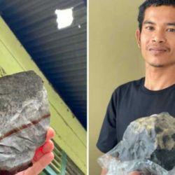 El meteorito perforó el  techo de chapa de la humilde casa de Josua Hutagalung.