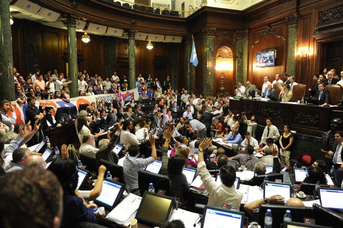 Hinchas y dirigentes azulgranas pondrán su atención en la sesión de la Legislatura.