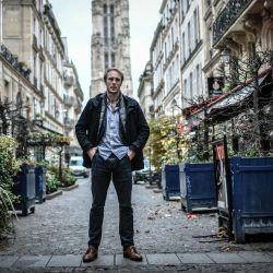 El médico y epidemiólogo francés Martin Blachier posa durante una sesión de fotos en París, en medio de un segundo bloqueo en Francia destinado a contener la propagación de la pandemia Covid-19 causada por el nuevo coronavirus. | Foto:STEPHANE DE SAKUTIN / AFP