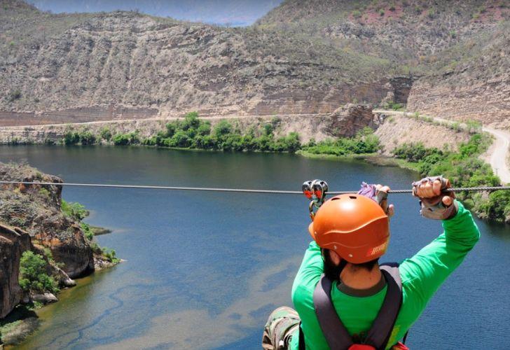 Momento fatal: los cables sobre el río Juramento que embistió el  helicóptero de Jorge Brito   Perfil