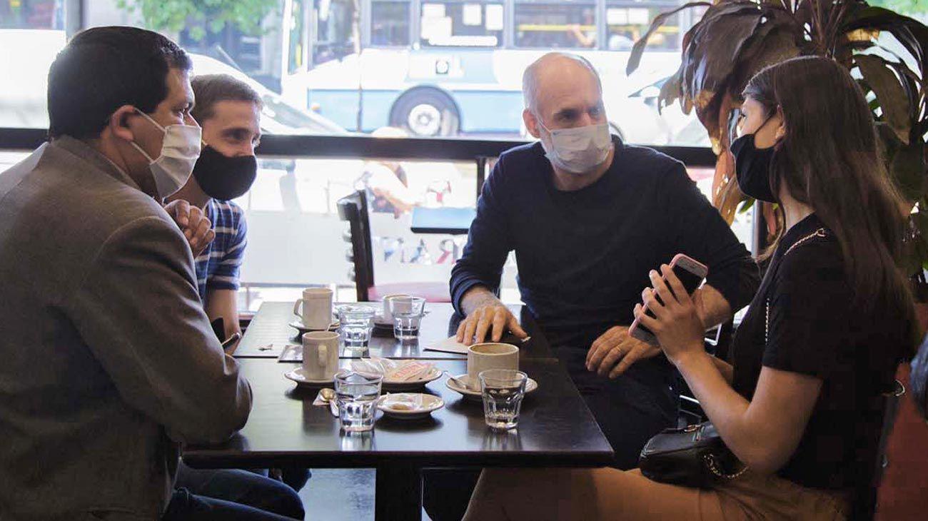Café. Larreta retomó encuentros con vecinos. PERFIL anticipó las medidas hace dos semanas.