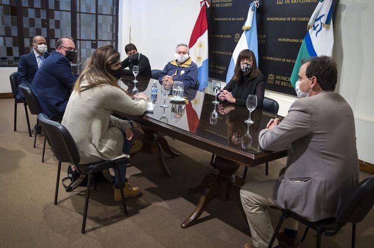 MUNICIPALIZACIÓN. La disputa entre Llamosas y Abrile será en los términos de una elección local.