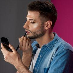 Entrevista sobre make up para hombres.