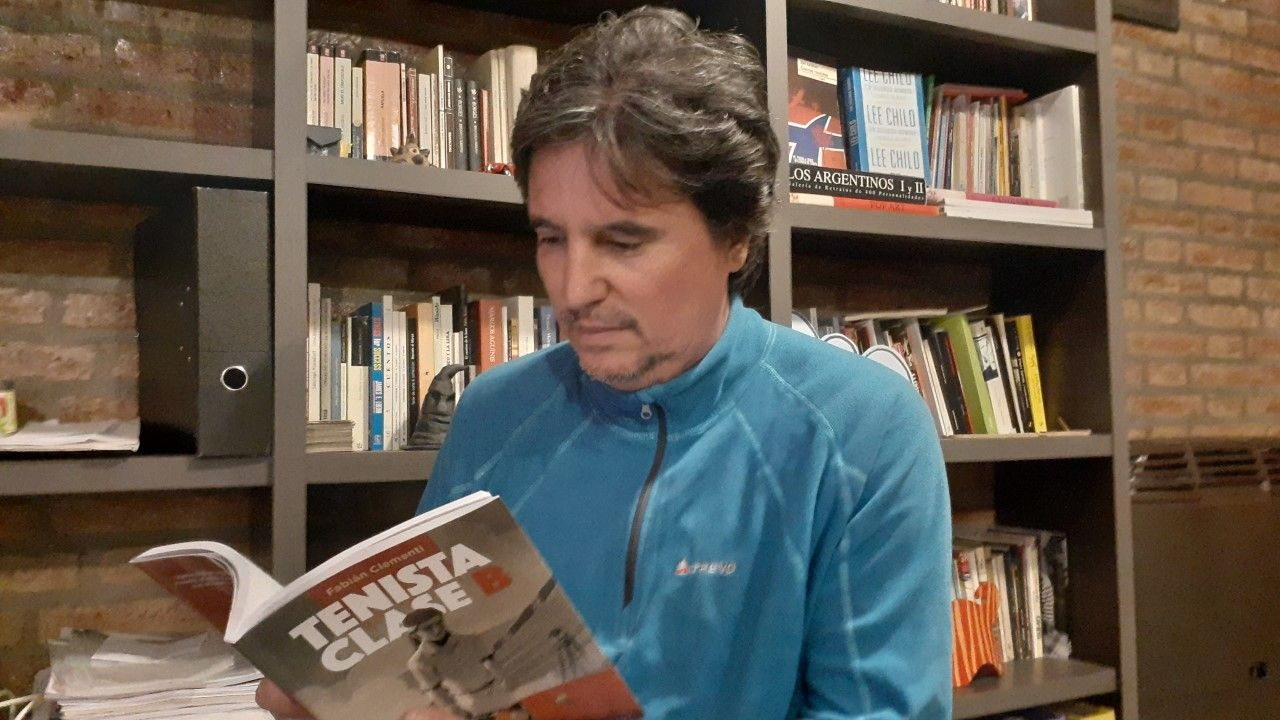 Dos pasiones. Clementi se inició en el tenis a los 8 años y llegó a ser profesional. Esa experiencia está reflejada en su actual oficio de escritor.