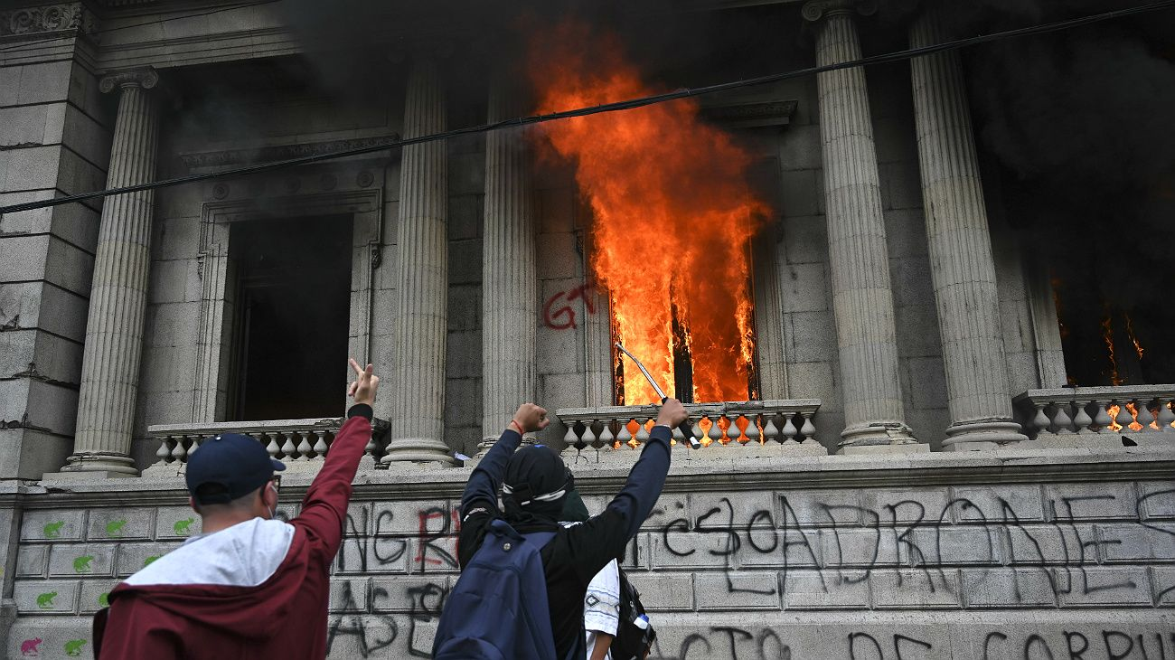 Grave crisis institucional en Guatemala.
