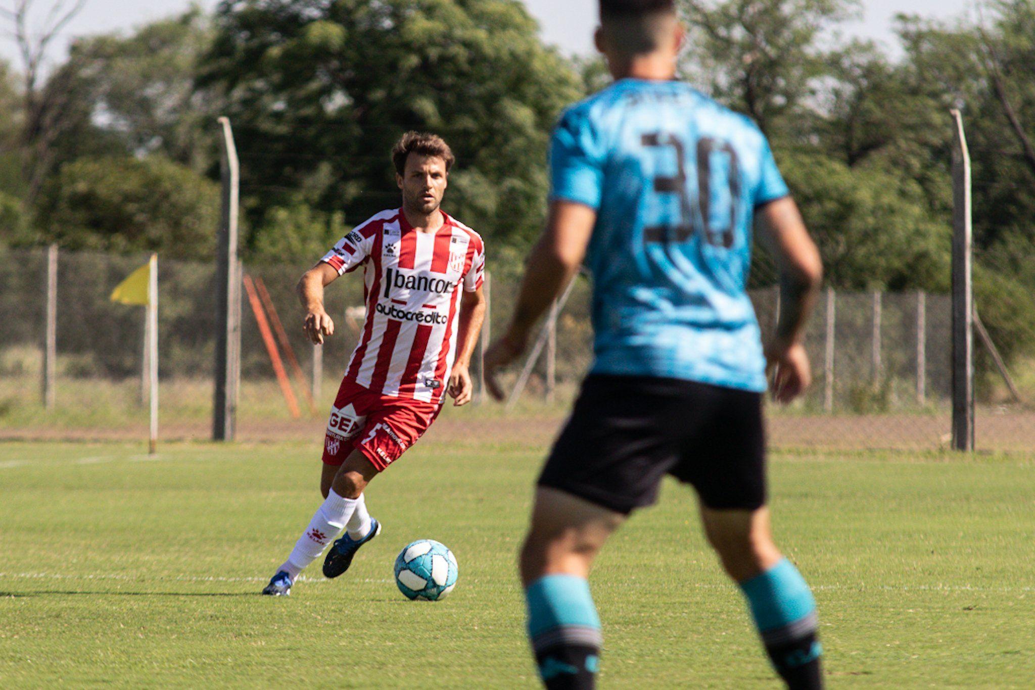 Desde atrás. Instituto y Belgrano jugaron un amistoso el viernes. El próximo fin de semana volverán a competir luego de ocho meses y medio.