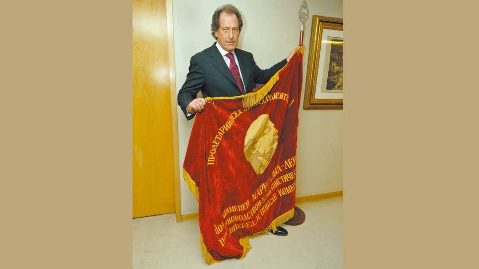 Con bandera de Lenin: Brito en el reportaje de PERFIL en 2007.