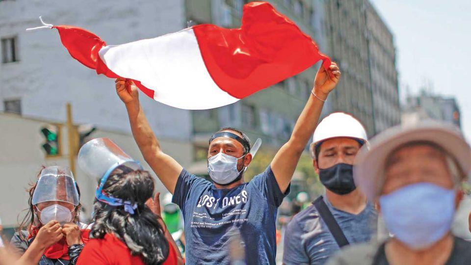 Perú. En el descrédito de toda su clase política y la irrupción en las calles de una juventud desafiante.