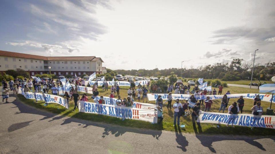 Chapadmalal: banderazo en apoyo a Alberto Fernández