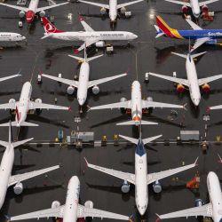 Los aviones Boeing 737 Max están estacionados en las instalaciones de producción de la compañía en Renton, Washington. La Administración Federal de Aviación de EE. UU. (FAA) autorizó hoy el vuelo del Max después de 20 meses de puesta a tierra. El 737 Max ha estado en tierra en todo el mundo desde marzo de 2019 después de dos accidentes mortales en Indonesia y Etiopía.   Foto:David Ryder / Getty Images / AFP