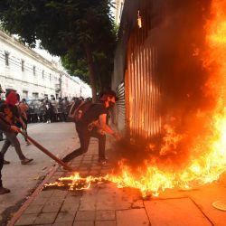 Manifestantes incendiaron parte del edificio del Congreso durante una protesta exigiendo la renuncia del presidente guatemalteco Alejandro Giammattei, en la Ciudad de Guatemala.   Foto:Orlando Estrada / AFP